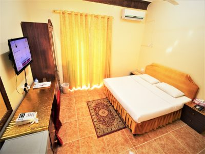 small double room in Sur Hotel in Sur Oman nice cheap family room for 6 persons in the city center of Sur Oman 5